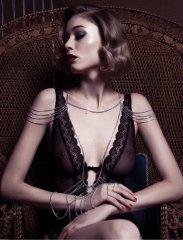 Les parures et bijoux Angelles en couverture Vogue Russia